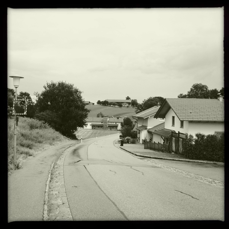 Eine Straße in Bayern